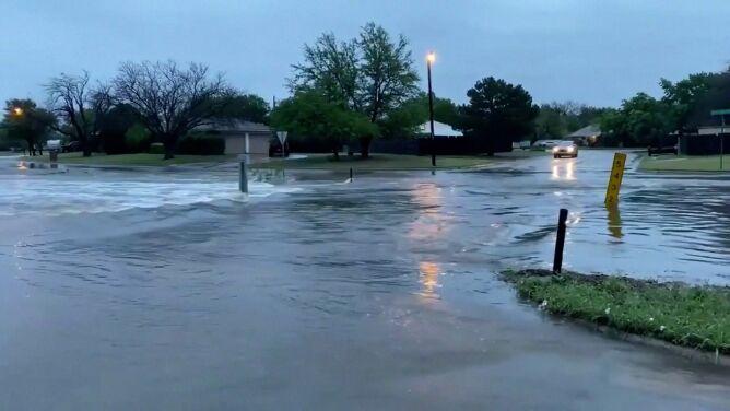 Ulice jak rwące potoki. Powódź błyskawiczna w Teksasie