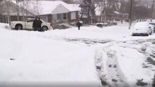 Kolorado w śniegu. Odwołane loty, wypadki na drogach