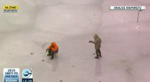 """W czasie odwilży lód na jeziorach """"nie jest pewny"""" (TVN24)"""
